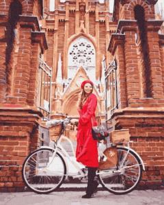 Картины по номерам Дівчина в червоному плащі