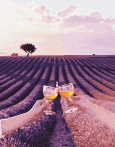 Лавандовое поле Валенсоль с бокалами